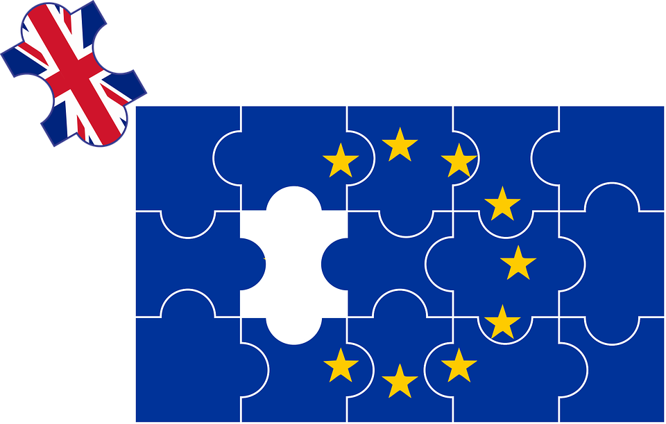 A jigsaw puzzle of the EU logo with a piece with the Union Jack on it taken out